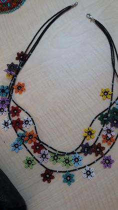 Huoichol flowers on necklace – - It Tutorial and Ideas Beaded Jewelry Patterns, Embroidery Jewelry, Fabric Jewelry, Beading Patterns, Diy Necklace, Flower Necklace, Necklaces, Jewelry Stores Near Me, Bead Loom Bracelets