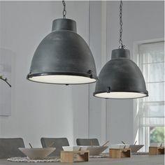 Een industriële look creëer je door deze robuuste hanglamp te combineren met een grote houten eettafel. De Hanglamp Bindi is daarom een echte must have voor in iedereindustriële woonkamerof eetkamer. Het ontwerp van de hanglamp is apart en trekt meteen je aandacht.Specificaties:Bijbehorende lampen: 2x E27 (60Watt.)