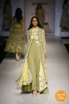 46 ideas embroidery designs indian fashion couture week for 2019 Indian Fashion Trends, Indian Designer Outfits, Ethnic Fashion, Asian Fashion, Designer Dresses, Indian Wedding Outfits, Pakistani Outfits, Indian Outfits, Couture Week