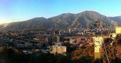 @Regrann from @jcteyde -  La Sultana del Ávila. - - #LacuadraU #GaleriaLCU #caracas #venezuela  #ig_venezuelan_pro #ciudad_ve #caracas_estrella #great_captures_vzla #venezuelaforum #loves_caracas #cityshots #skyline #cityphotography  #conocevenezuela #ig_caracas_