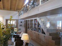 """En este chalet de Rougemont, en el cantón de Vaud (Suiza), Lignum Elite se encargó de revestir toda la casa con el modelo Santander de su """"Platinum Collection""""."""
