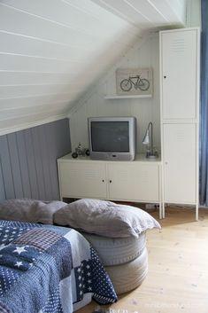 http://www.foreldremanualen.no/wp-content/uploads/2012/08/Gutterom-oppbevaring-dekk-seter.jpg