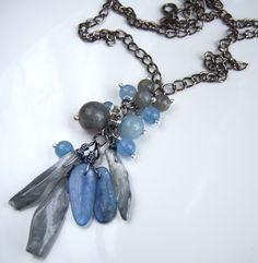 Collier avec des agates titanium, kyanites, labradorites bleu /gris