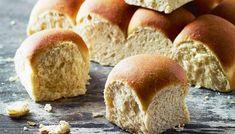 Það er einfalt og gott að henda í brauðbollur sem . Bread Bun, Bread Cake, Bread And Pastries, Sweet Life, Afternoon Tea, Bakery, Food And Drink, Recipes, Buns