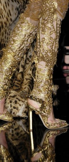 Jean Paul Gaultier Haute Couture amazing golden cut-out Boots Gold Fashion, Fashion Details, High Fashion, Fashion Shoes, Fashion Outfits, Leopard Fashion, Steampunk Fashion, Gothic Fashion, Jean Paul Gaultier