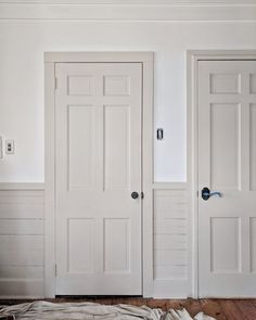 If you're planning on trying to incorporate the Contrasting Trim paint color technique in your own home, we're sharing a little insight into the process and 5 Perfect Paint Colors. Interior Door Colors, Interior Trim, Home Interior, Grey Interior Doors, Painted Interior Doors, Grey Doors, Oak Doors, Wooden Doors, Entry Doors