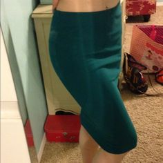 emerald green f21 midi pencil skirt! size m! the only time I have worn this was to take this picture. I know the pics look a little blue, but this skirt is most definitely green. the close up picture of the fabric is accurate. from forever 21, size medium. stretchy. :) Forever 21 Skirts Midi