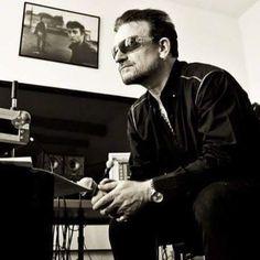 "437 curtidas, 18 comentários - @u2_bonolarry no Instagram: ""It's a beautiful day Don't let it get away.. U2 #bono #theedge #larrymullen #adamclayton #cute…"""