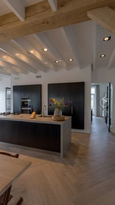 21 Modern Kitchen Area Ideas Every House Prepare Demands to See Rustic Kitchen Design, Kitchen Room Design, Home Decor Kitchen, Interior Design Kitchen, Home Kitchens, Renta Casa, Casa Milano, Black Kitchen Cabinets, Home Remodeling
