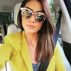 Especular Camila Coelho con sus Gafas de Sol RayBan Clubmasters de Madera (RB3016M)  @camilacoelho Get this look at FourSunnies.com  #sunglasses #shades #rayban #clubmasters #wood #rb3016m #selfiesummer #carselfie
