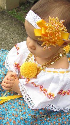 Preciosa bebe con su Pollera Amor por lo nuestro. Panama