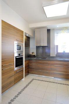 Luxusní podkroví v rodinném domě Decor, Cabinet, Kitchen, Home Decor, Kitchen Cabinets