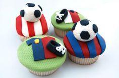 soccer cupcakes Fondant Cupcakes, Football Cupcakes, Cupcakes For Men, Kid Cupcakes, How To Make Cupcakes, Fondant Toppers, Baking Cupcakes, Cupcake Cookies, Decorate Cupcakes