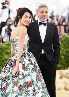George Clooney And Amal Clooney - The Best Dressed Couples At The 2018 Met Gala - Photos Amal Clooney, George Clooney, Met Gala Red Carpet, Nice Dresses, Formal Dresses, Amazing Dresses, Costume Institute, Vogue Australia, Bradley Cooper