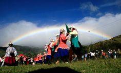 Las Mojigangas de Funes danzan a San Pedro Musical, Ecuador, Concert, Fashion, Saints, Shandy, Dancing, Moda, Fashion Styles