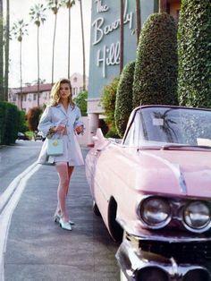 Vintage inspired photo of Kate Moss at the Beverly Hills Hotel Mode Vintage, Vintage Vogue, Vintage Fashion, Retro Vintage, Vintage Vibes, Vintage Beauty, Vintage Glamour, 50s Glamour, Vintage Shops