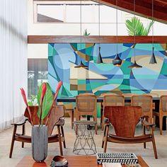 Projeto de interiores de Celso Laetano , foto de Jefferson Ataliba e Paulo Altafin. Detalhe do mural realizado pelo artista Tadeu Rodrigues #mural #saladejantar #living #arquitetura #decoração #vidro #celsolaetano #sergiorodrigues #paulomendesdarocha @casaedecor_cz