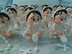 Lembrancinha de Biscuit tema batismo personalizada com as características dá criança.