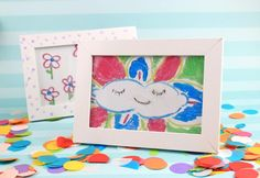 DIY Kids Crafts painting on Glass and decorate the nursery room! An amazing and funny idea for Christmas gifts to granparents also! Easy Preschool Crafts, Yarn Crafts For Kids, Preschool Art Activities, Recycled Crafts Kids, Paper Plate Crafts For Kids, Kindergarten Art Projects, Christmas Crafts For Toddlers, Kids Fall Crafts, Rainy Day Crafts
