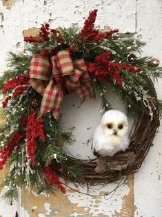 Colorful Christmas Wreaths Decoration Ideas For Your Front Door 40 - Colorful Christmas Silver Christmas Decorations, Christmas Wreaths To Make, Christmas Door, Holiday Wreaths, Christmas Crafts, Winter Wreaths, Christmas Movies, Woodland Christmas, Outdoor Christmas