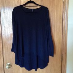 Forever 21 high/low Sweater Good condition Forever21 high/low Large Black Sweater Forever 21 Sweaters Crew & Scoop Necks