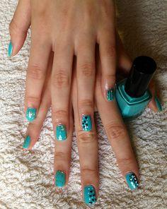 Aqua summer nails