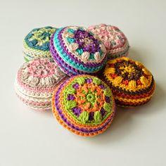 Crochet pin cushion - free pattern