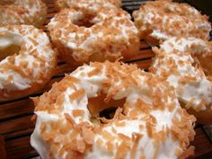 Baked Pineapple Mochi Donuts with Coconut Cream Cheese Frosting. Wish they didn't require pineapple flavoring Donuts, Baked Doughnuts, Pecan Recipes, Baking Recipes, Flour Recipes, Free Recipes, Mochi Cake, Mochi Recipe, Baked Pineapple