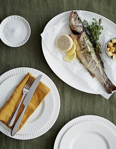Jasper Conran Tisbury, white porcelain tableware for Wedgwood has a tailored shape for everyday use, was introduced in 2015 and is dishwasher and microwave safe. Winter Table, Jasper Conran, Dinner Sets, Wedgwood, White Porcelain, Dinnerware, Oven, Dishes, Canning