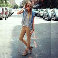 Colete jeans e calça animal print