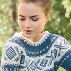 DG370-15 Dale Cortina genser - denim   Dale Garn Minimalist Desktop Wallpaper, Pullover, Denim, Crochet, Sweaters, Fashion, Threading, Moda, Fashion Styles