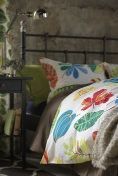 Textiles are a quick and easy way to bring new life to your bedroom. The cheerful, hand-drawn pattern of various foliage on the JONILL duvet cover is a celebration of nature and brings a brings a sense of the outdoors in.
