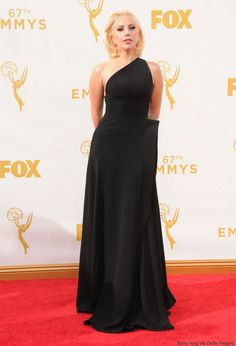 Emmy Awards 2015: Lady Gaga laisse tomber les artifices (PHOTOS)