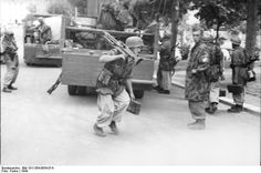 German paratroopers in action.Italy 1944, unknown location.