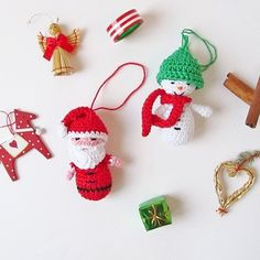 Crochet these cute ornamnets for your Xmas tree! Free pattern included!