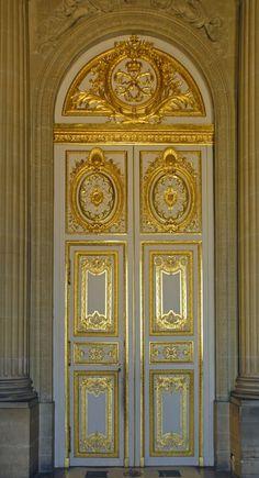 Старинные двери Cool Doors, Unique Doors, Entrance Doors, Doorway, Versailles, Baroque Design, Door Gate, Plaster Walls, Types Of Doors