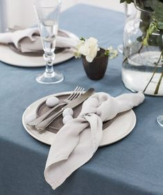Our classic Hemstitch Tablecloth is the epitome of a natural home: pre-washed linen adds softness for a sense of understated luxury while the delicate hemstitch exudes a style that is classic and clean. Linen Tablecloth, Linen Napkins, Table Linens, Black Restaurant, Color Of The Year 2017, Simple Aesthetic, Napkin Folding, Kitchen Linens, Sweetheart Table