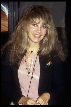 Ano request: Can you post a set of pictures when Stevie had on a light pink shirt on and a penguin pin on and blue heart necklaces on also I think it was from 1977 thanks Buckingham Nicks, Lindsey Buckingham, John Mcvie, Stephanie Lynn, Stevie Nicks Fleetwood Mac, Beautiful Old Woman, Beautiful People, Beautiful Pictures, Women Of Rock