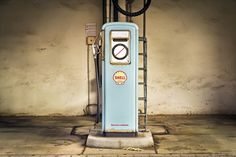 Fossil Fuel Companies' Emissions Responsible for More Than Half of Ocean Acidification : Environment : Nature World News Taxi Moto, Hello London, Electric Car Charger, Electric Cars, Pompe A Essence, Vintage Gas Pumps, Work From Home Business, Business Ideas, Paisajes