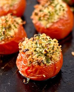 Herb and Parmesan Stuffed Tomatoes. Herb and Parmesan stuffed tomatoes. Quick easy and delicious! Vegetarian Recipes Easy, Vegetable Recipes, Cooking Recipes, Healthy Recipes, Healthy Eats, Baked Tomato Recipes, Stuffed Tomato Recipes, Fast Food Franchise, Parmesan