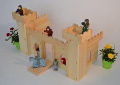 Château de jeu en bois naturel avec pont levis