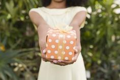 Do You Know The Ropriate Amount To Spend On A Wedding Gift