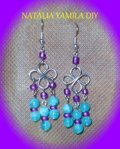 Aros pendientes artesanales en forma de flor en alambre de aluminio y cuentas aguamarina . Handmade flower wire and aquamarine beads earings