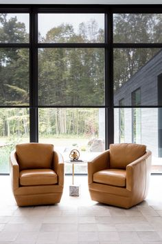 Take a Tour of the Woodland House - The Shade Store Contemporary Window Treatments, Contemporary Windows, Modern Windows, Black Windows, Custom Window Treatments, Black Window Frames, Woodland House, Solar Shades, Country Furniture