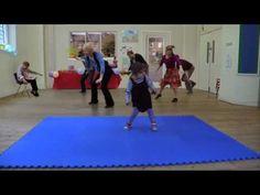 Cuty girl has a catchy dance