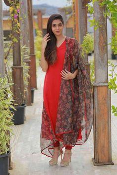 shahrin salma's media statistics and analytics Long Dress Design, Stylish Dress Designs, Dress Neck Designs, Designs For Dresses, Stylish Dresses, Simple Dresses, Stylish Kurtis, Casual Indian Fashion, Indian Fashion Dresses