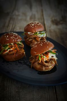 Delicious sandwich - Vietnamese pulled pork sliders with Asian slaw Pork Recipes, Asian Recipes, Cooking Recipes, Ethnic Recipes, Slow Cooking, Burger Recipes, Freezer Cooking, Turkish Recipes, Asian Cooking