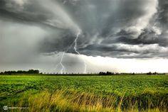 Omdat ze zo mooi zijn, nog een schitterende onweersfoto! Foto van Jaap Dorleijn uit Zeeland.