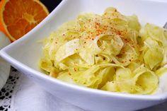 I petali di finocchio all'arancia sono una raffinata variante della classica insalata di finocchi ed arance.