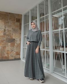 Carbohydrate Free Day is NOT sunday ! Hijab Style Dress, Modest Fashion Hijab, Modern Hijab Fashion, Street Hijab Fashion, Muslim Fashion, Hijab Casual, Ootd Hijab, Hijab Chic, Hijab Mode Inspiration